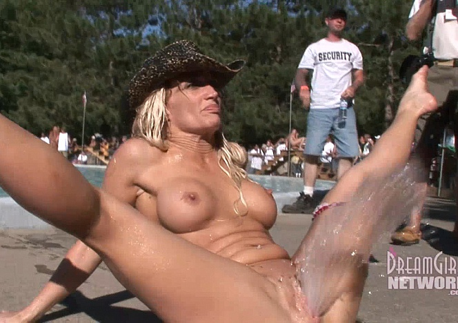 content/112014_naked_fun_in_the_Midwest_0109/0.jpg