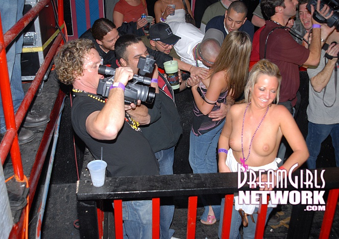 content/120515_Girls_Flashing_tits_in_crowded_nightclub_4634a/0.jpg
